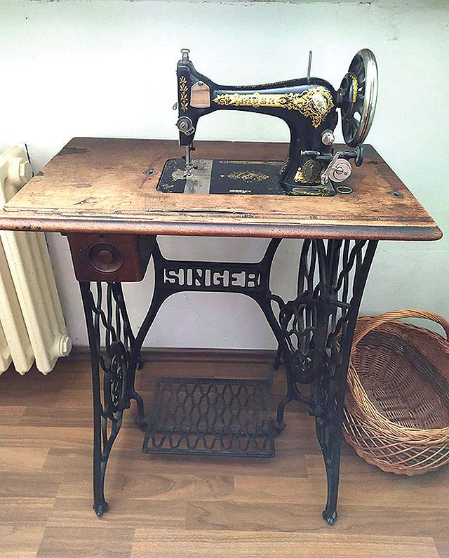 Starožitný šicí stroj zn....