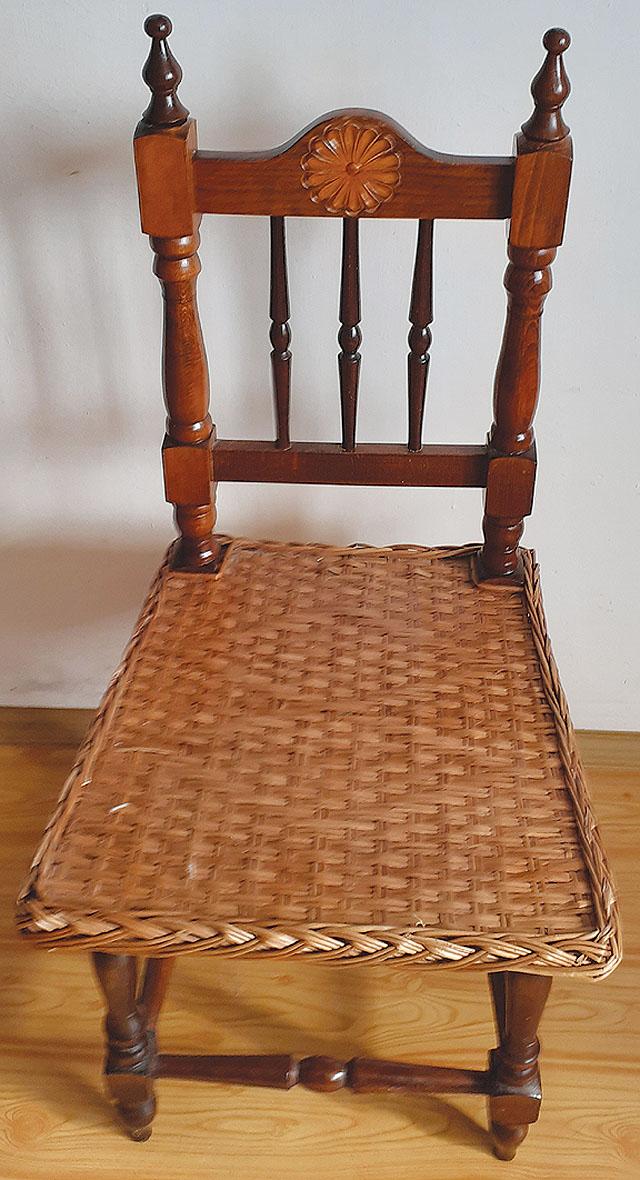 Starožitná dřevěná židle s...
