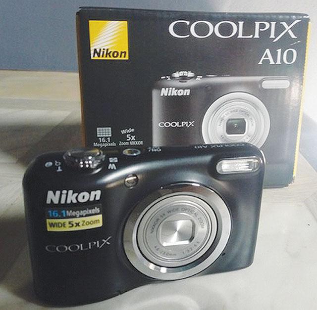Digitální fotoaparát NIKON, vážnému...