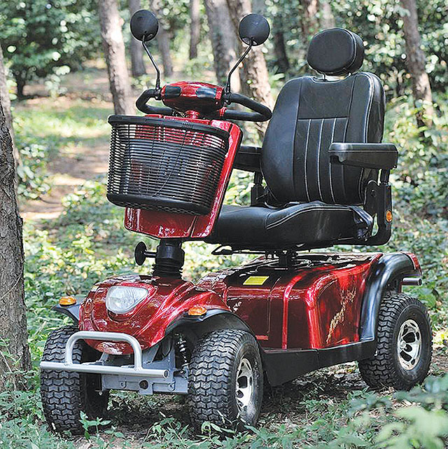 Starší invalidní skútr BOGO...