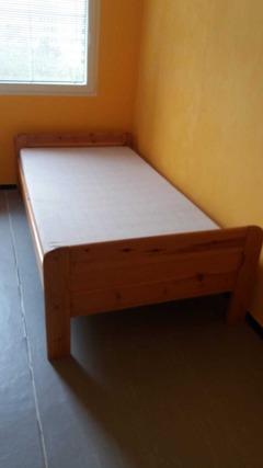 Dřevěná postel, 100×200 cm